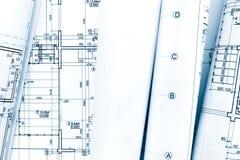 Rolls de planos arquitetónicos e do planejamento do modelo técnicos Fotografia de Stock