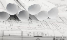 Rolls de planos dos modelos e da casa da arquitetura Fotos de Stock
