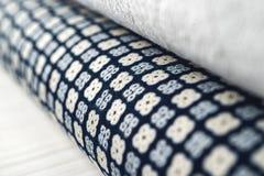 Rolls de tissu coloré comme fond vibrant images libres de droits