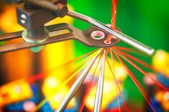 Rolls de tissu de coton industriel pour la fabrication de textile de tissu d'habillement sur la machine Image libre de droits