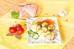 Rolls dei raccordi del pollo e dello zucchini Immagini Stock
