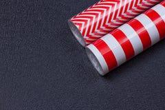 Rolls del papel de envoltorio para regalos imagen de archivo