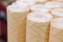 Rolls del papel pintado en un almacén Foto de archivo libre de regalías