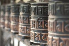 Rolls del rezo de los budistas fieles Fotografía de archivo libre de regalías
