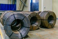 Rolls dell'armatura di alluminio dell'acciaio dei montaggi del metallo Produzione dell'industria pesante Pianta della laminazione Immagine Stock