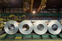 Rolls della lamiera di acciaio dentro della pianta Fotografie Stock
