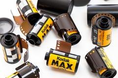 Rolls della pellicola della Kodak con una macchina fotografica Fotografia Stock