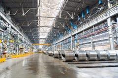 Rolls des Aluminiums werden im speziellen Platz gespeichert Lizenzfreie Stockbilder