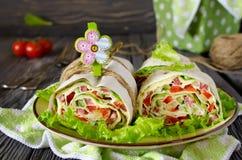 Rolls des Brotes mit Gemüse, Käse und Wurst Lizenzfreie Stockfotografie