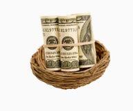 Rolls des Geldes im Nest Stockbilder