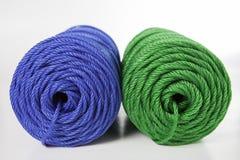 Rolls des grünen und blauen Polyester-Seils Stockfotografie