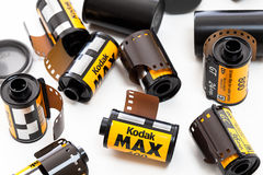 Rolls des Kodak-Filmes mit einer Kamera stockfotografie