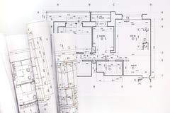 Rolls des modèles et des dessins architecturaux de projet Photos stock
