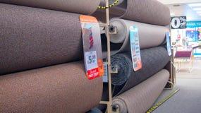 Rolls des Teppichs für Verkauf Stockbilder