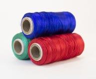Rolls des Threads mit RGB-Farben Stockfoto