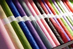 Rolls di carta da imballaggio festiva colorata Fotografia Stock Libera da Diritti