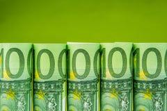 Rolls di cento euro banconote Immagine Stock