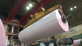 Rolls do papel deslocado branco são guindastes video estoque
