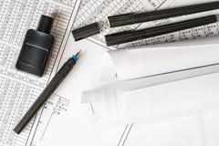 Rolls dos desenhos com as penas para a tração imagens de stock