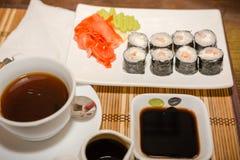 Rolls em um café na tabela Fotografia de Stock Royalty Free