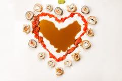 Rolls en corazón de la forma en la tabla Imagen de archivo libre de regalías