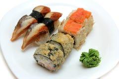 Rolls et sushi de plaque Images libres de droits