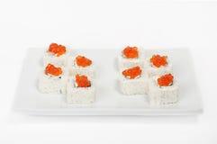 Rolls mit rotem Kaviar. Sushi. stockfotos