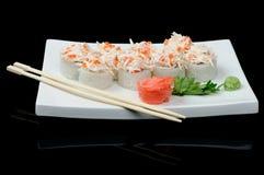 Rolls mit rotem Kaviar und Krabbe Lizenzfreies Stockbild