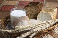 Rolls, pão e um vidro do leite Imagens de Stock Royalty Free