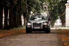 Rolls Royce на дороге стоковые изображения