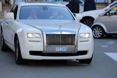 Rolls Royce bianca di lusso nel Monaco Immagine Stock