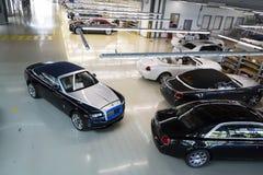 Rolls Royce bilar står på produktionslinje i den Goodwood fabriken Fotografering för Bildbyråer