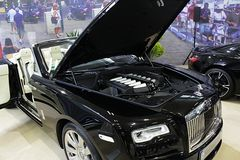Rolls Royce Dnieje pierwszy czas pokazywać na Bratislava Samochodowym expo 2017, V12 silnik widoczny Zdjęcia Stock