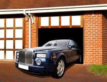 Rolls Royce en garaje Fotografía de archivo libre de regalías