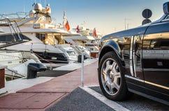 Rolls royce estacionou em Puerto Banus, Marbella fotografia de stock