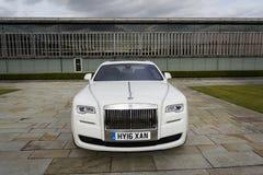 Rolls Royce Ghost devant l'usine de Goodwood le 11 août 2016 dans Westhampnett, Royaume-Uni Images stock
