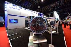 Rolls Royce Trent XWB motormodell på skärm på Singapore Airshow Arkivfoto