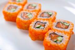 Rolls sul piatto bianco Cucina giapponese Immagini Stock Libere da Diritti