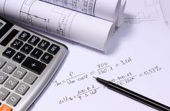 Rolls von elektrischen Diagrammen, von Taschenrechner und von mathematischen Berechnungen lizenzfreie stockfotos