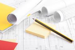 Rolls von Plänen und von Bleistift Stockbild