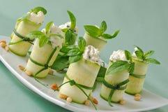 Rolls zucchini Arkivfoto