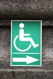 Rollstuhl-Handikap-Zeichen innerhalb des Tempels Wat Sothorn Wararam Thailand Stockbild
