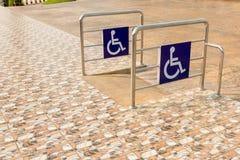 Rollstuhl-Rampensteigungsweise für Handikap stockfoto