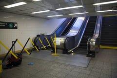 Rolltreppe an der Yankee Stadium-Station noch einmal außer Dienst stockfotos