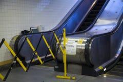 Rolltreppe an der Yankee Stadium-Station noch einmal außer Dienst lizenzfreies stockfoto
