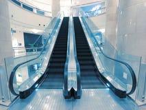 Rolltreppe im Kaufhaus stockbilder
