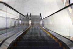 Rolltreppe ohne Treppe in einem Einkaufszentrum lizenzfreies stockbild