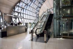 Rolltreppe und Treppe Lizenzfreies Stockfoto