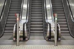 Rolltreppe und Treppen Lizenzfreies Stockbild