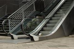 Rolltreppe und Treppenhaus Stockbild
